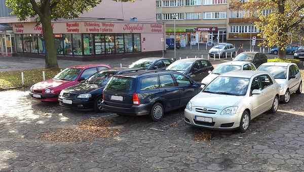 Parking koło sklepu Pościelowego
